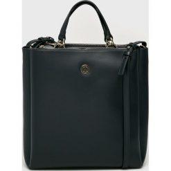 Tommy Hilfiger - Torebka. Czarne torebki klasyczne damskie TOMMY HILFIGER, w paski, z materiału, duże. Za 749,90 zł.