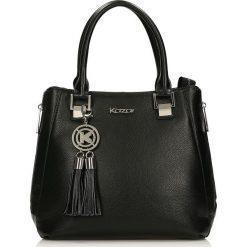 Czarna torebka do ręki. Czarne torebki klasyczne damskie marki Kazar, w paski, ze skóry, duże. Za 849,00 zł.