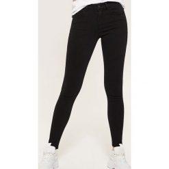 Jeansy skinny - Czarny. Czarne rurki damskie House, z jeansu. Za 79,99 zł.