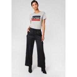 Levi's T-shirt The Perfect Sportswear - Grey. Szare t-shirty damskie marki Levi's®, s, z nadrukiem, z bawełny, z okrągłym kołnierzem. Za 80,95 zł.
