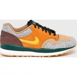 Nike Sportswear - Buty Air Safari. Różowe buty sportowe męskie Nike Sportswear, z gumy, na sznurówki. W wyprzedaży za 379,90 zł.