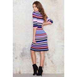 Sukienki: NA-KD Sukienka z dzianiny w kolorowe paski - Multicolor