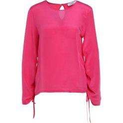 MAX&Co. CONFETTO Bluzka fuchsia. Czerwone bralety MAX&Co., m, z jedwabiu. W wyprzedaży za 401,40 zł.
