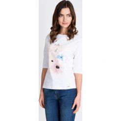Bluzki damskie: Biała bluzka z delikatnym kwiatowym printem QUIOSQUE