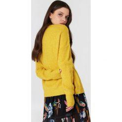 Trendyol Sweter dzianinowy z okrągłym dekoltem - Yellow. Żółte swetry klasyczne damskie Trendyol, z dzianiny. Za 110,95 zł.