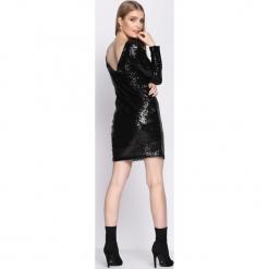 Czarna Sukienka Womanhood. Sukienki małe czarne Born2be, s, z okrągłym kołnierzem, dopasowane. Za 119,99 zł.