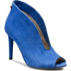 Szpilki CARINII - B3465 E91-000-000-B16. Niebieskie botki damskie skórzane Carinii. W wyprzedaży za 229,00 zł.