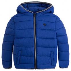 Kurtka w kolorze niebieskim. Niebieskie kurtki chłopięce marki Mayoral, z puchu. W wyprzedaży za 132,95 zł.