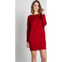 Bordowa sukienka z długim rękawem BIALCON. Czerwone sukienki z falbanami BIALCON, na co dzień, z bawełny, z długim rękawem, mini. Za 90,00 zł.