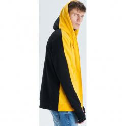 Dwukolorowa bluza - Żółty. Żółte bluzy męskie Cropp, l. Za 119,99 zł.