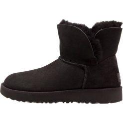 Buty zimowe damskie: UGG CLASSIC CUFF MINI Botki black