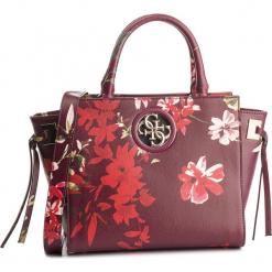 Torebka GUESS - HWPF71 86060 FLR. Czerwone torebki klasyczne damskie Guess, z aplikacjami, ze skóry ekologicznej. Za 649,00 zł.