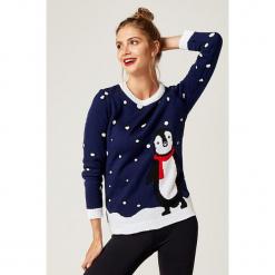Sweter w kolorze granatowym ze wzorem. Białe swetry klasyczne damskie marki SCUI, z okrągłym kołnierzem. W wyprzedaży za 139,95 zł.