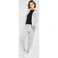 Superdry APPLIQUE ZIPHOOD Bluza rozpinana pacific grey marl. Szare bluzy rozpinane damskie marki Superdry, xs, z bawełny. Za 379,00 zł.