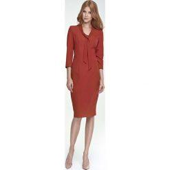 Sukienki: Ruda Sukienka Elegancka z Wiązaniem przy Dekolcie