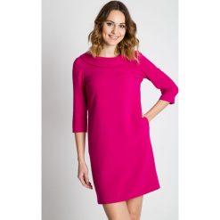 Różowa sukienka z rękawem 3/4 BIALCON. Czerwone sukienki balowe BIALCON, do pracy, z kopertowym dekoltem, kopertowe. Za 335,00 zł.