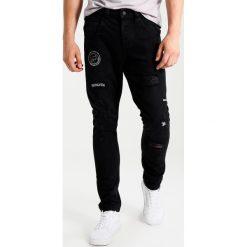 Only & Sons ONSCARROT PATCH Jeansy Zwężane black denim. Czarne jeansy męskie marki Only & Sons. W wyprzedaży za 146,30 zł.