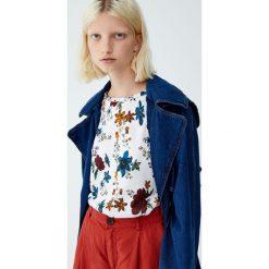 Koszulka w kwiaty. Szare t-shirty damskie Pull&Bear, w kwiaty. Za 29,90 zł.