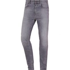 CLOSED COOPER  Jeansy Slim Fit light grey aged. Szare jeansy męskie relaxed fit CLOSED. Za 759,00 zł.