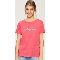 T-shirt z napisem - Pomarańczo. Różowe t-shirty damskie Sinsay, l, z napisami. W wyprzedaży za 19,99 zł.