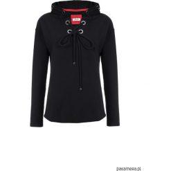 Czarna bluza damska z metalowymi ringami w kaptu. Czarne bluzy z kapturem damskie Pakamera, z bawełny. Za 129,00 zł.