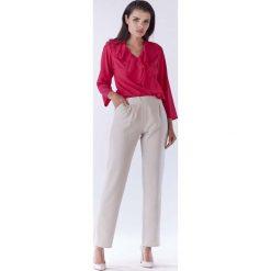 Różowa Bluzka z Asymetryczną Falbanką. Czerwone bluzki asymetryczne Molly.pl, l, z tkaniny, biznesowe, z asymetrycznym kołnierzem, z długim rękawem. Za 104,90 zł.