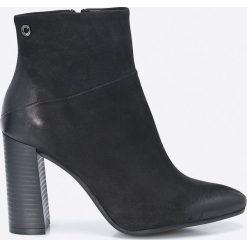 Carinii - Botki. Czarne buty zimowe damskie Carinii, z materiału, na obcasie. W wyprzedaży za 199,90 zł.