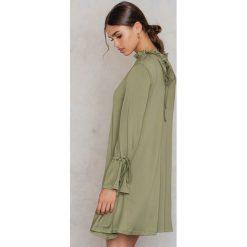 Tuniki damskie: Glamorous Oversizowa tunika z wiązaniem przy rękawie – Green