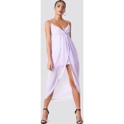 NA-KD Party Sukienka - Purple. Fioletowe sukienki na komunię NA-KD Party, na imprezę, z poliesteru, z kopertowym dekoltem, kopertowe. Za 100,95 zł.