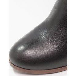 KIOMI Kozaki black. Czarne kozaki damskie skórzane marki KIOMI. W wyprzedaży za 439,20 zł.