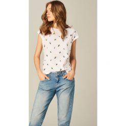 Bluzki, topy, tuniki: Koszulka z dekoltem w łódkę – Biały