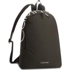 Plecak CALVIN KLEIN - Item Story Round Bac K50K503873 003. Zielone plecaki męskie Calvin Klein, z materiału. Za 399,00 zł.