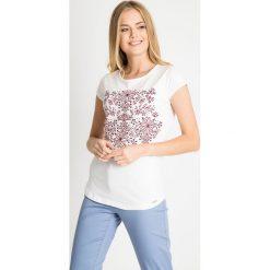 Bluzki damskie: Biała bluzka z kwiatowym nadrukiem QUIOSQUE