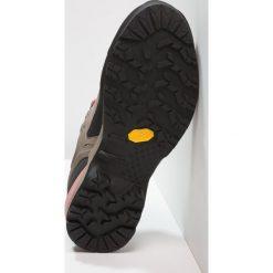 Salewa WS MTN TRAINER Buty wspinaczkowe walnut/rose brown. Brązowe buty trekkingowe damskie Salewa, z gumy, sportowe. Za 719,00 zł.