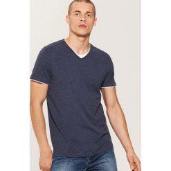 T-shirt z kontrastowym wykończeniem - Granatowy. Niebieskie t-shirty męskie House, l, z kontrastowym kołnierzykiem. Za 35,99 zł.