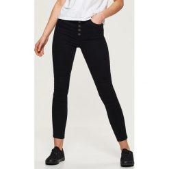 Spodnie high waist skinny - Czarny. Czarne rurki damskie marki Cropp. Za 79,99 zł.