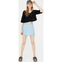 Swetry klasyczne damskie: Krótki szydełkowy sweter