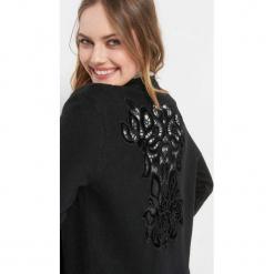 Kardigan z haftem. Czarne kardigany damskie marki Orsay, xs, z bawełny, z dekoltem na plecach. Za 119,99 zł.