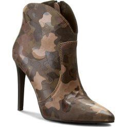 Botki CARINII - B3729 F33-000-PSK-A49. Różowe buty zimowe damskie marki Carinii, z materiału, z okrągłym noskiem, na obcasie. W wyprzedaży za 239,00 zł.