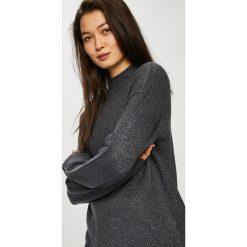 Jacqueline de Yong - Sweter. Czarne swetry klasyczne damskie Jacqueline de Yong, l, z dzianiny, z okrągłym kołnierzem. W wyprzedaży za 99,90 zł.