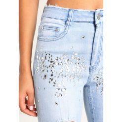 Missguided B&&B CRYSTAL EMBELLISHED ACID WASH DISTRESSED Jeans Skinny Fit acid wash. Niebieskie jeansy damskie marki Missguided, z bawełny. W wyprzedaży za 174,30 zł.