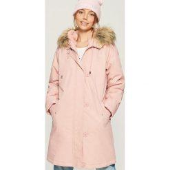Płaszcz z pluszową podszewką - Różowy. Czerwone płaszcze damskie marki Sinsay, l, z nadrukiem. Za 249,99 zł.