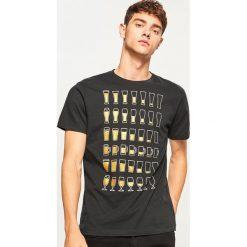 T-shirty męskie: T-shirt z piwnym nadrukiem - Czarny