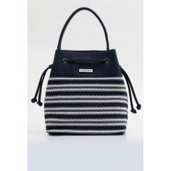 Torba-worek z plecionym wzorem. Brązowe torebki klasyczne damskie marki Monnari, w paski, z materiału, średnie. Za 87,60 zł.