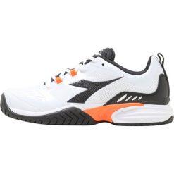 Diadora PERFORMANCE AG          Obuwie multicourt super white/dark smoke. Białe buty trekkingowe męskie Diadora, z materiału, outdoorowe. Za 339,00 zł.