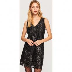 Sukienka z cekinami - Czarny. Czarne sukienki z falbanami marki Cropp, l. Za 139,99 zł.