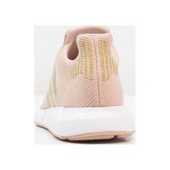 Adidas Originals SWIFT RUN Tenisówki i Trampki ash pearl/gold metallic/footwear white. Białe tenisówki męskie marki adidas Originals, z materiału. Za 279,00 zł.