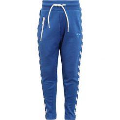 Hummel PANTS Spodnie treningowe turkish sea. Niebieskie jeansy chłopięce marki Hummel. Za 169,00 zł.