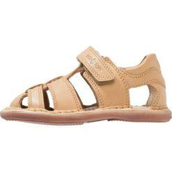 Shoo Pom CRESPIN TONTON Sandały camel. Brązowe sandały męskie skórzane Shoo Pom, z otwartym noskiem. W wyprzedaży za 209,30 zł.