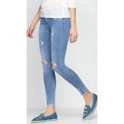Niebieskie Jeansy Run To You Now. Niebieskie jeansy damskie z dziurami Born2be. Za 99,99 zł.